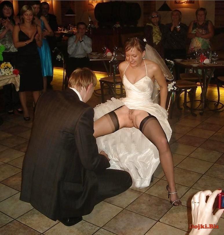Без трусов на свадьбе перед женихом