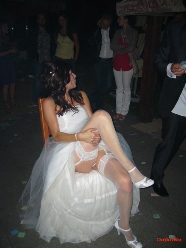 Невеста задрала платье на свадьбе