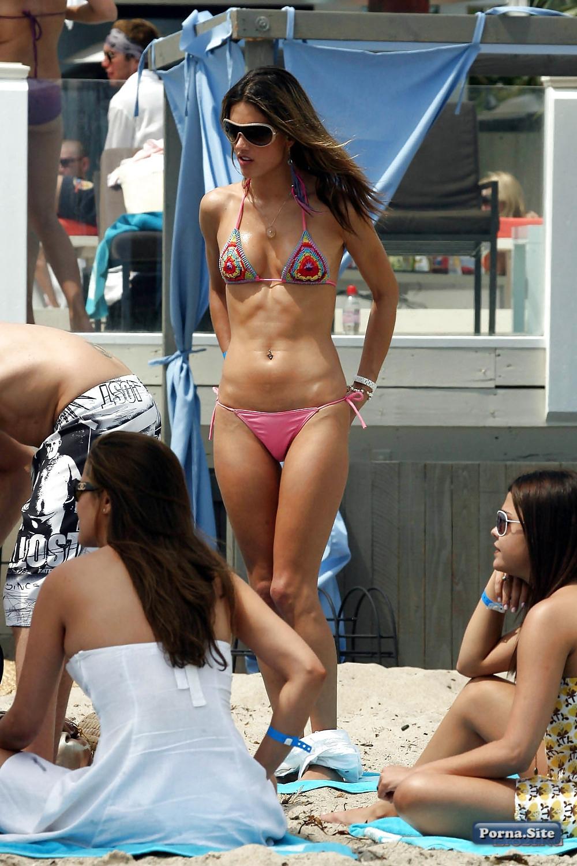 Alessandra Ambrosio 40