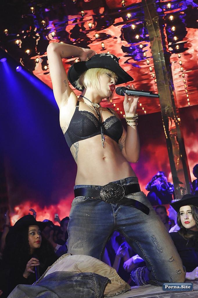 Rita Ora 40