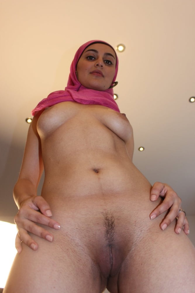 Teasing hijab milf showing her huge ass