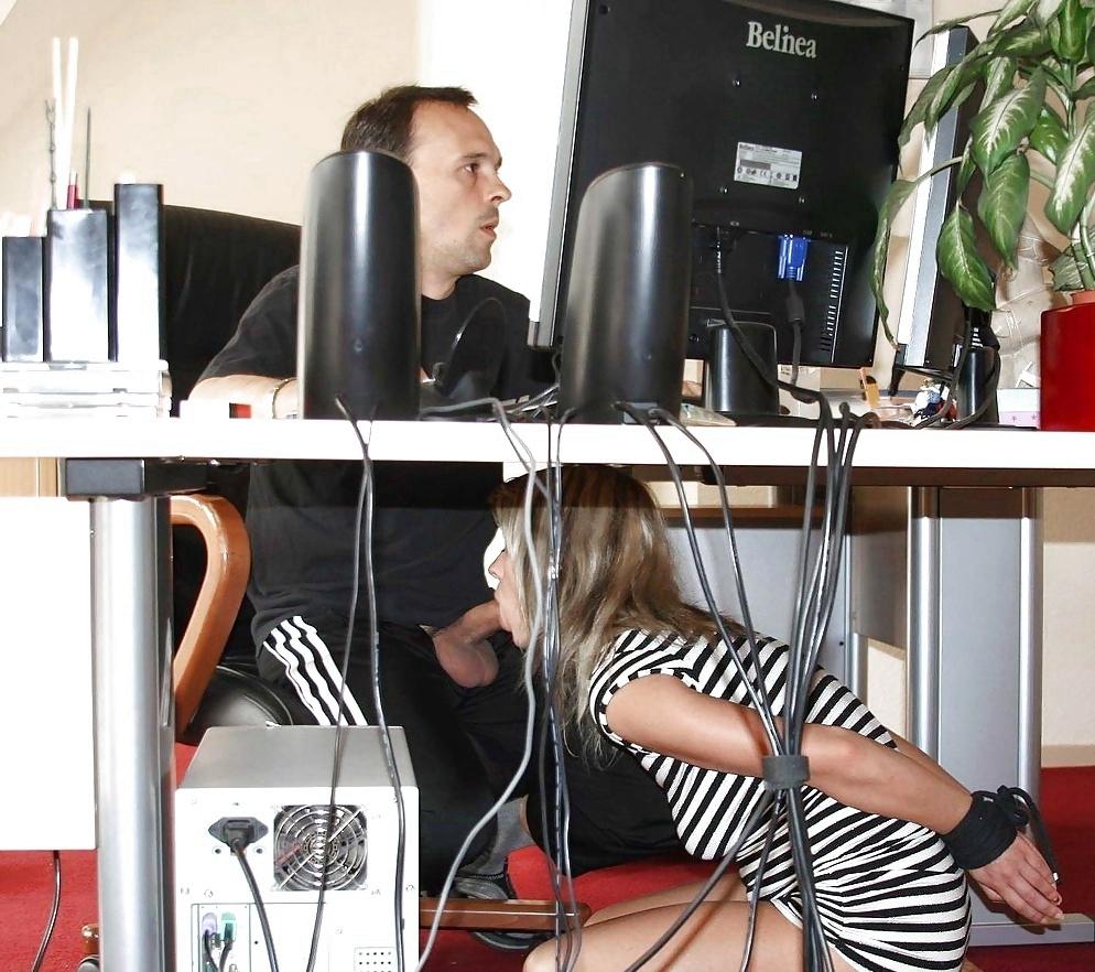 Програмисту сосёт под столом