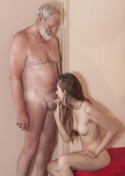 Старик наслаждается от минета который ему делает молодая любовница