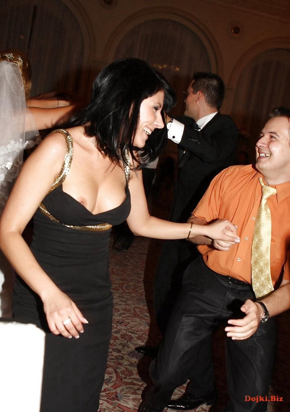 Засвет груди на свадьбе