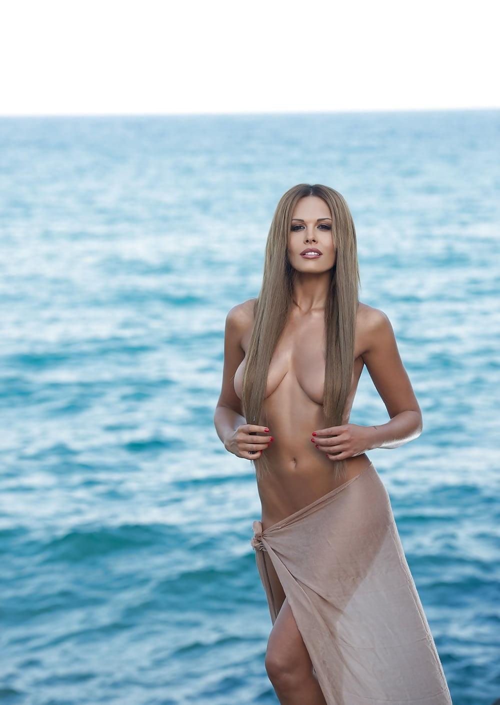 Мария Горбань интимное фото на пляже