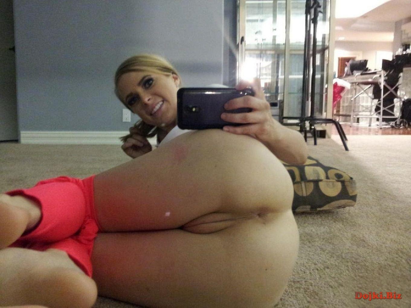 Интимные дырочки на камеру мобилки