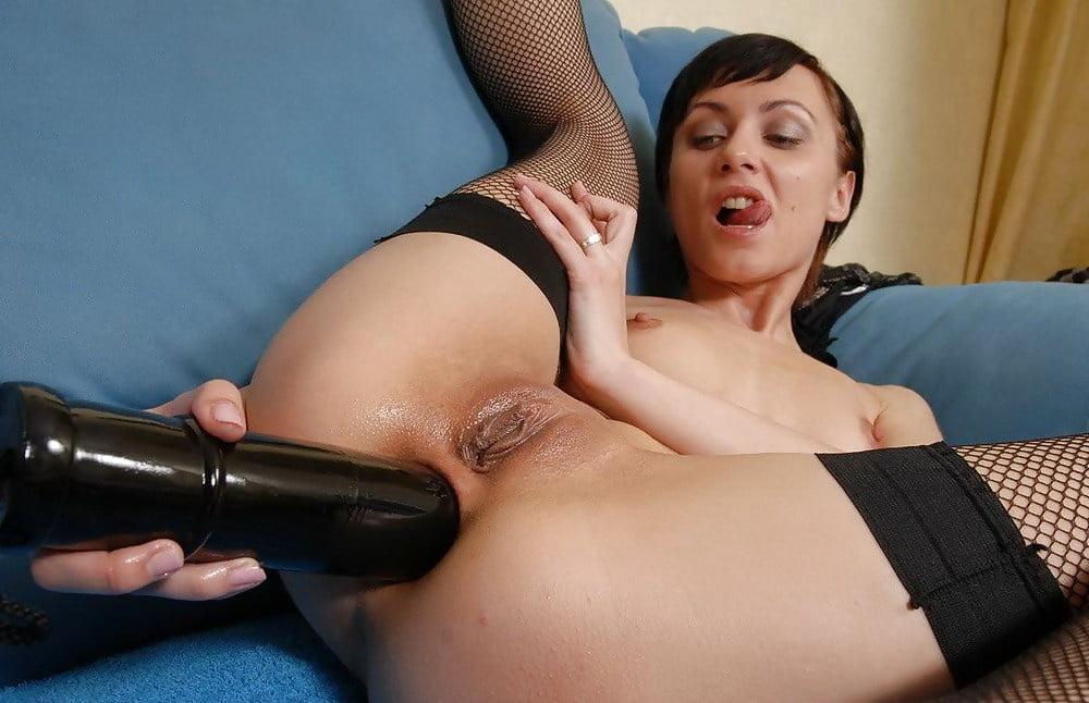 Mature likes big dildo