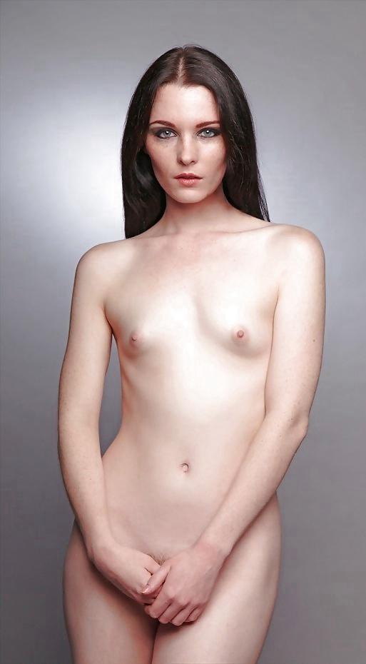 Модель с маленькой грудью