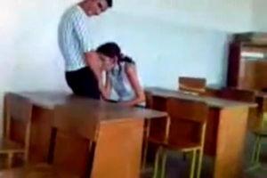 Азербайджанская студентка сосёт парню член в классе учебного заведения
