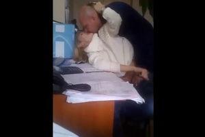Бухгалтершу в конторе трахает начальник - скрытая камера mp4