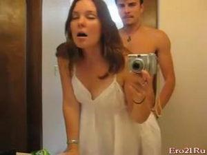 Быстрый перепихончик в ванной с женой
