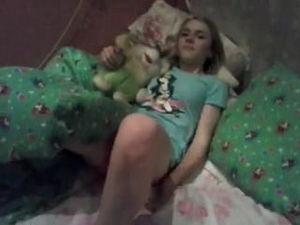 Девушка умеет щёлкать своей киской mp4