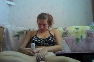 Девушка забыла выключит камеру на своём ноутбуке mp4