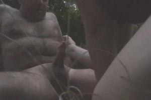 Дядя Гурам тайно встречается с любовницей Любкой в лесу для секса mp4