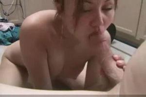 Казашка в ванной сделала минет mp4