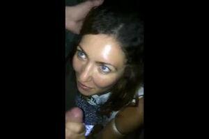 Пьяная сосёт член ухажору и по мобилке разговаривает с мужем mp4