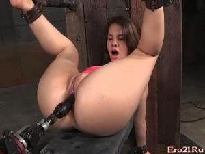 Прикованную девушку после ебли негра трахает жестко секс-машина