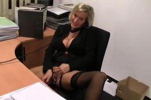 Шеф заказал секс по-телефону для секретарши mp4
