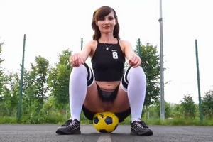 Секс футбол на тренировке с красоткой Дженни Смит mp4