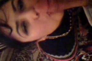 Таджичка сосёт парню член а потом страстно с ним целуется mp4