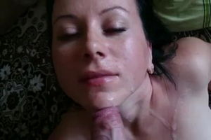 Жена хорошо сосёт и сперму в подарок получает mp4