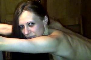 Худую сексвайф трахает муж с дружком mp4