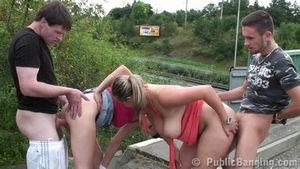 Девушки в парке устроили своим парням лучший минет в их жизни