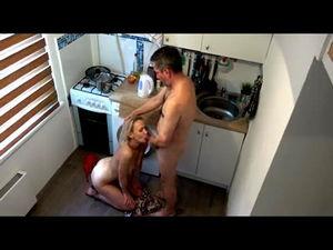 Скрытно снял жену с любовником на кухне mp4