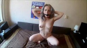 Девушка любит испытывать оргазм только в жесткой форме mp4