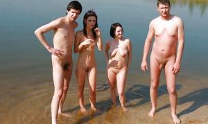 Две пары без одежды на ставке фото