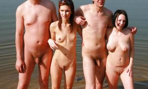 Две пары нудистов голые в воде фото