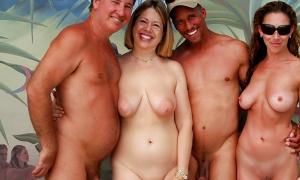 Две пары свингеров голышём на фото