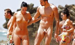 Голая сексуальная парочка на публичном пляже фото