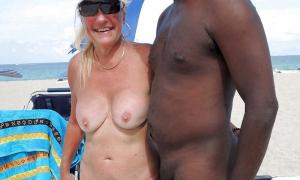 Мамка фоткается с голым негром фото