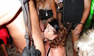 Минет на развратной порно-вечеринке фото