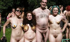 Парочка зрелых натуралов с голыми подружками фото