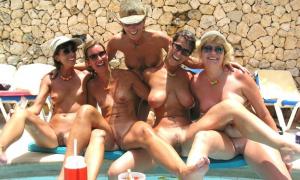 Подруги решили голышем отдохнуть фото