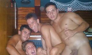 Три парня с подружкой в сауне фото