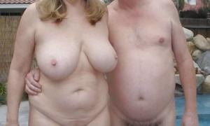 Усатый мужик с голой женой на отдыхе фото