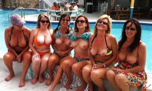 Жёны на отдыхе показали сиськи фото