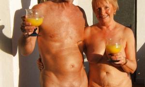 Зрелая бесстыжая голая пара