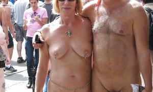 Зрелая пара голышём при всех на публике фото