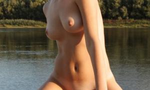Интимная фотосессия подружек на пляже 49 фото