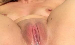 Из половой щели через анал сперма течёт после секса