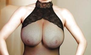 Большая грудь в просвечивающемся наряде фото
