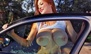 Прижалась голыми сиськами к стеклу 21 фото