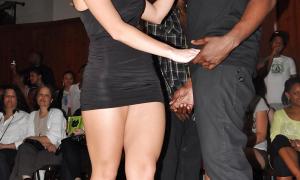 Негр снимает сексуальную блондинку фото