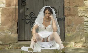 Невеста засветила белые трусы