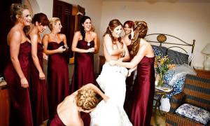 Все подруги одевают невесту фото