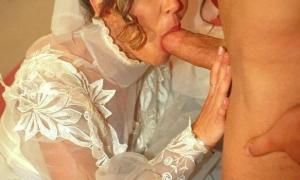 Жена нарядилась в своё свадебное платье и сосёт большой член фото
